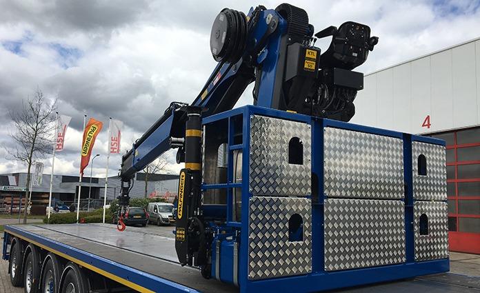 HSE maakt rollerkranen met een Palfinger kraan. Oftewel we maken de kraan verplaatsbaar over de laadvloer. Dat begint bij 20 ton meter tot 50 ton meter.